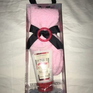 Fuzzy socks & lotion set